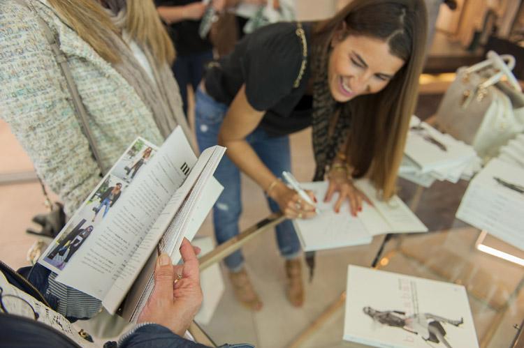 Signing my BARTABOOK in Barcelona (Sant Jordi)-81338-bartabacmode