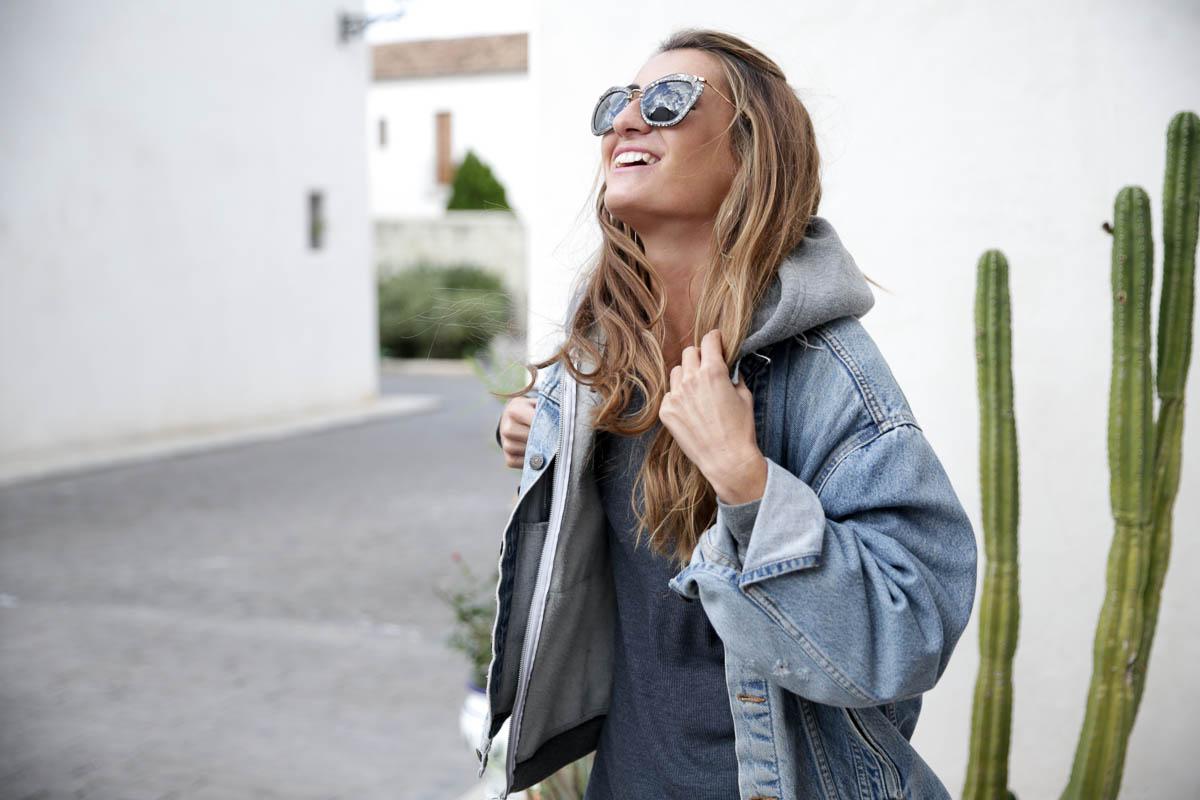 black-friday-a-bicyclette-sweatshirt-hoodie-all-star-leather-piel-cuero-celine-bag-bolso-mini-skirt-falda-streetstyle-look-bartabac-outfit-moda-blogger-13