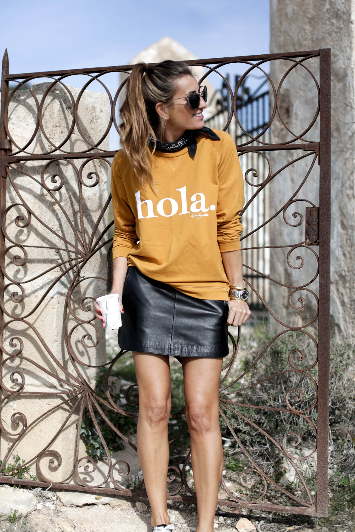 black-friday-a-bicyclette-sweatshirt-hoodie-all-star-leather-piel-cuero-celine-bag-bolso-mini-skirt-falda-streetstyle-look-bartabac-outfit-moda-blogger-3