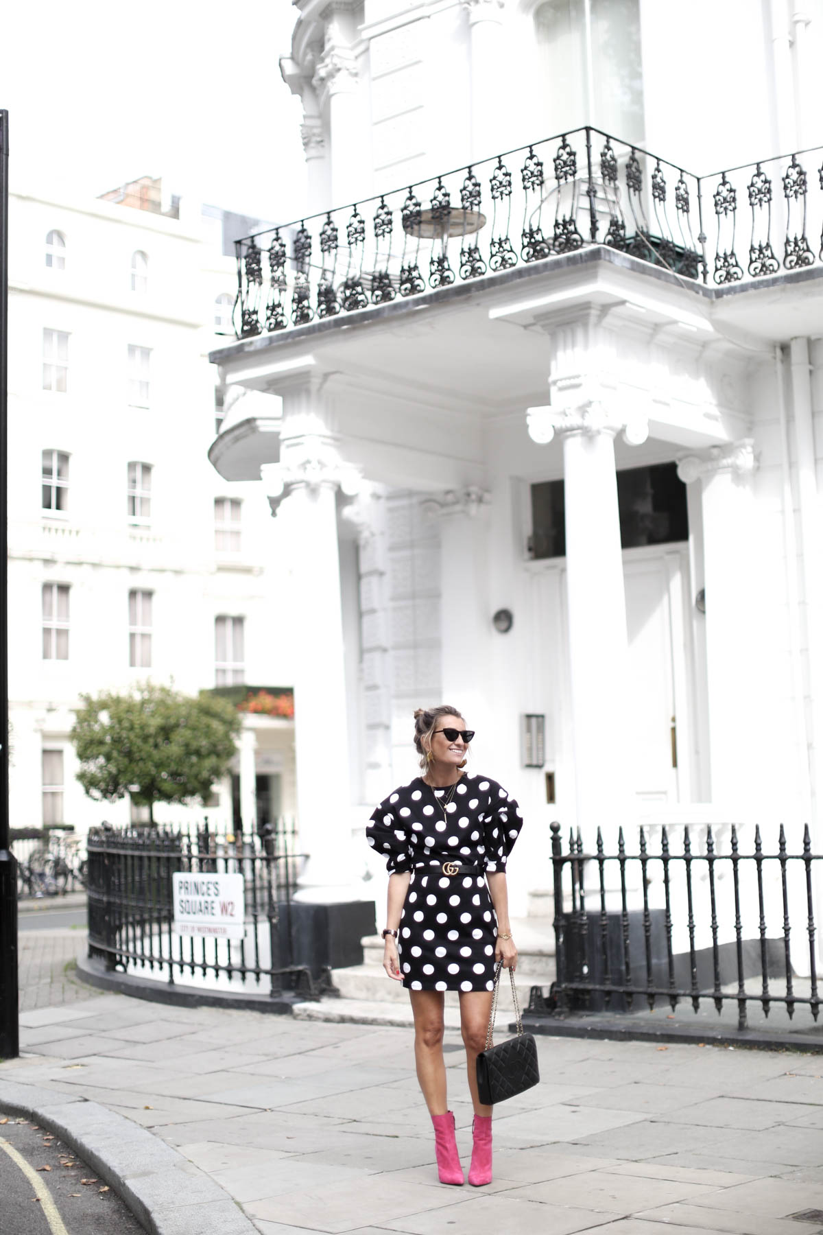 DOTS FEVER IN LONDON-102845-bartabacmode