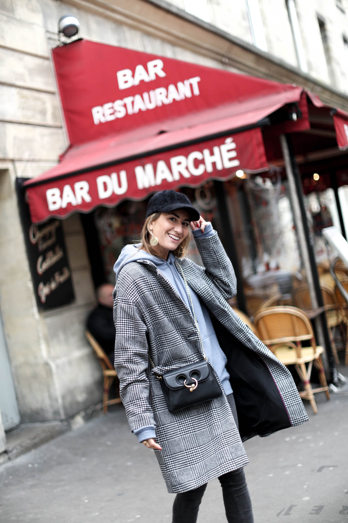 WHEN IN PARIS I WEAR CAP-103493-bartabacmode