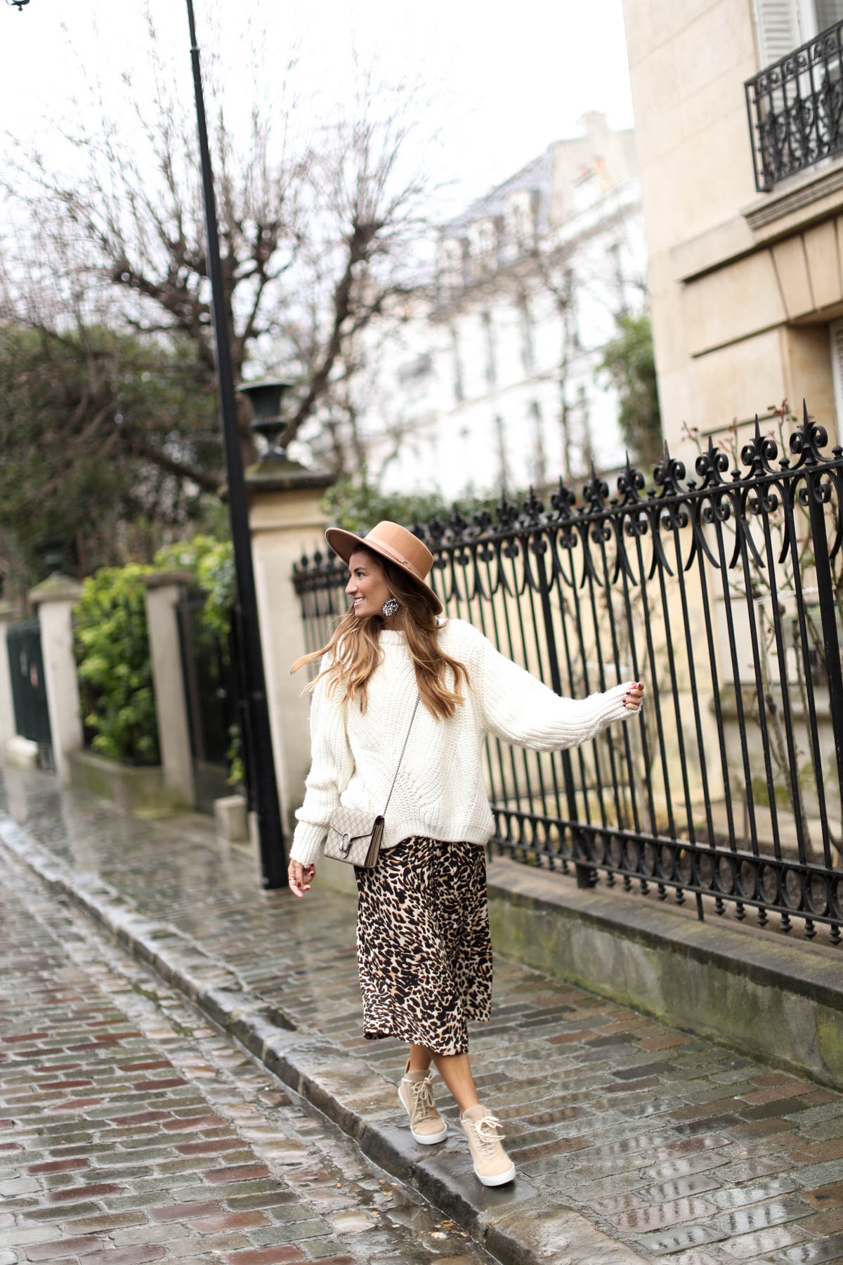 LEOPARD IN PARIS-104143-bartabacmode