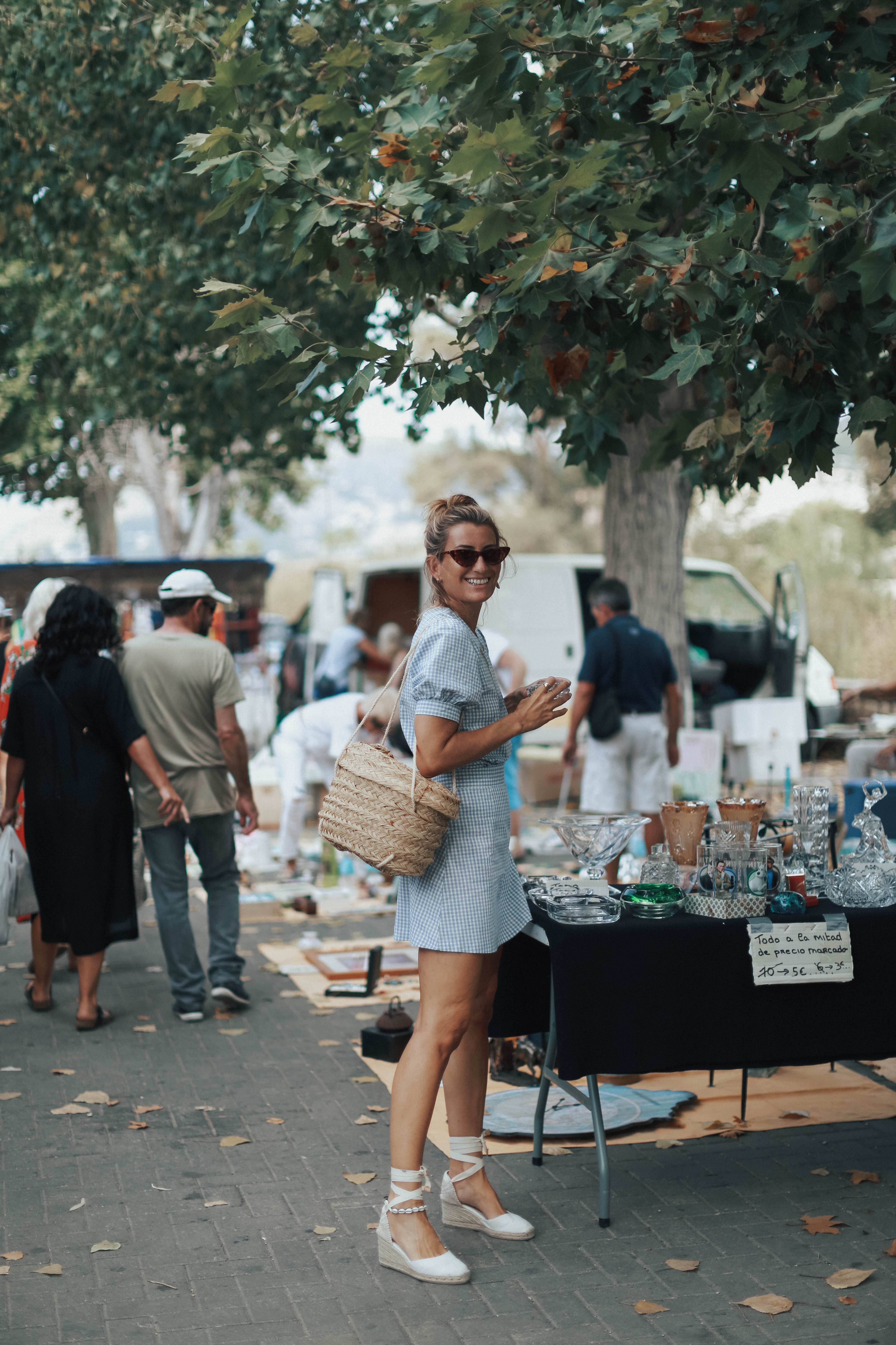SATURDAY MORNING MEANS FLEA MARKET!-106821-bartabacmode
