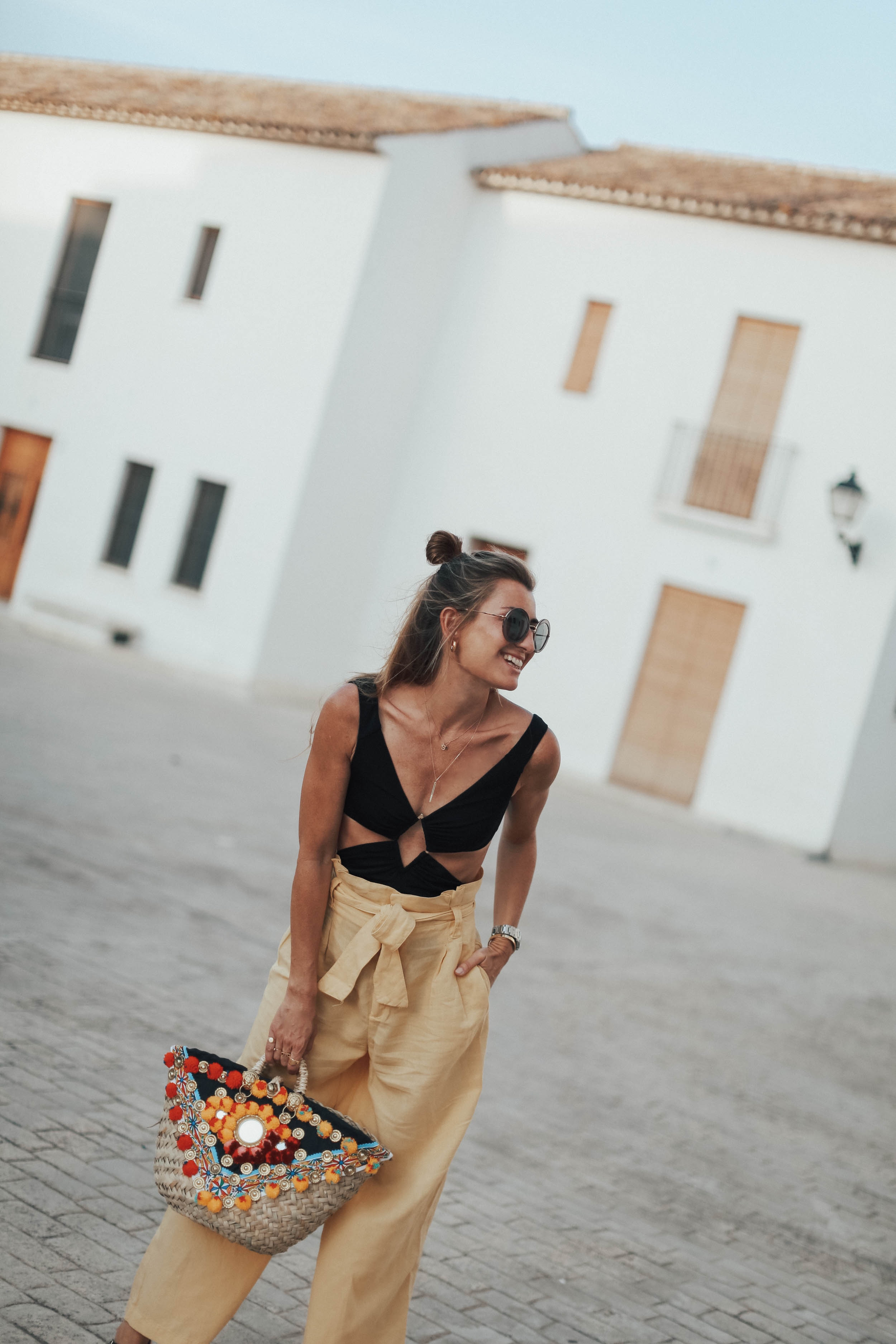IT'S A YELLOW THING-106875-bartabacmode