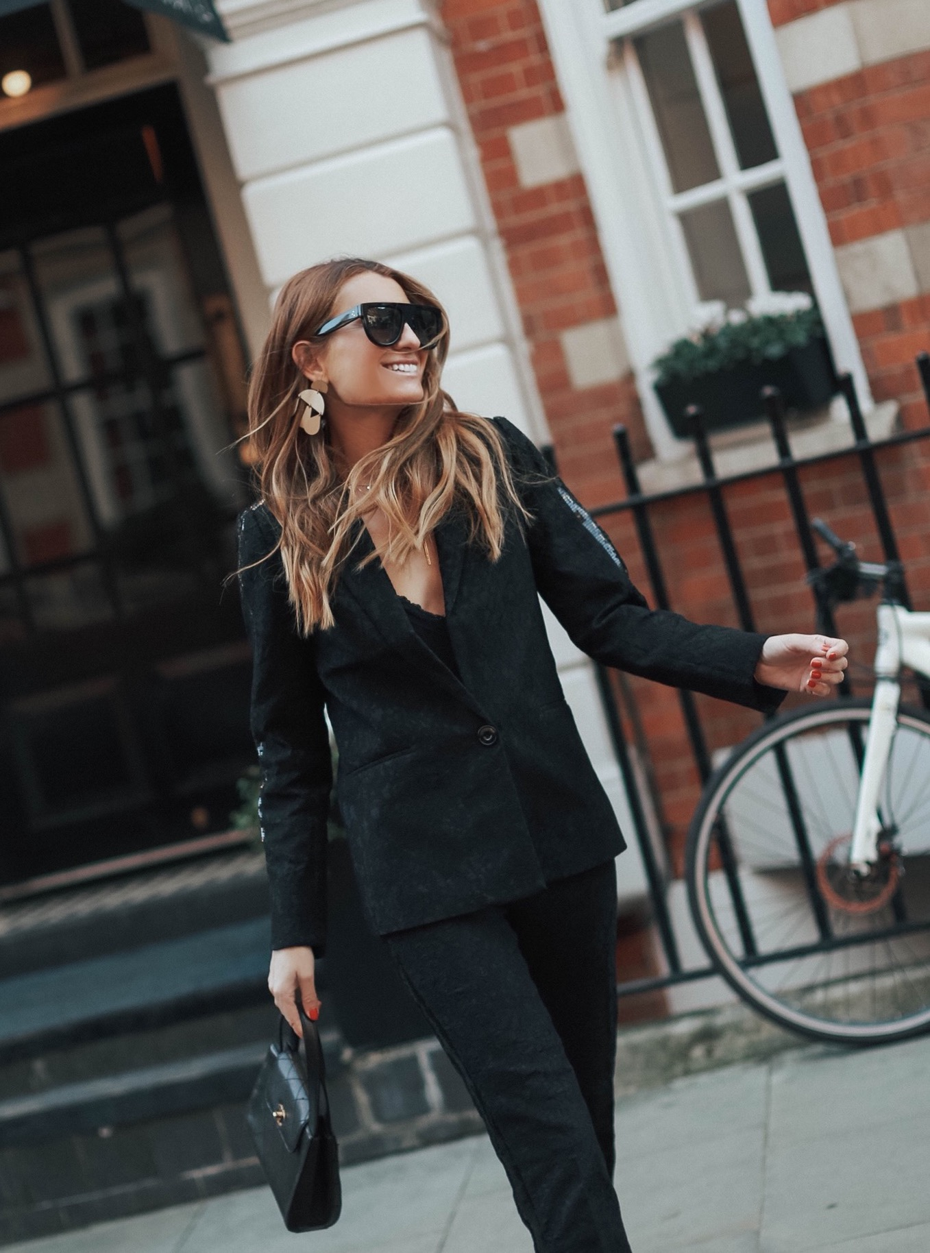 WOMAN IN BLACK. LFW-109486-bartabacmode