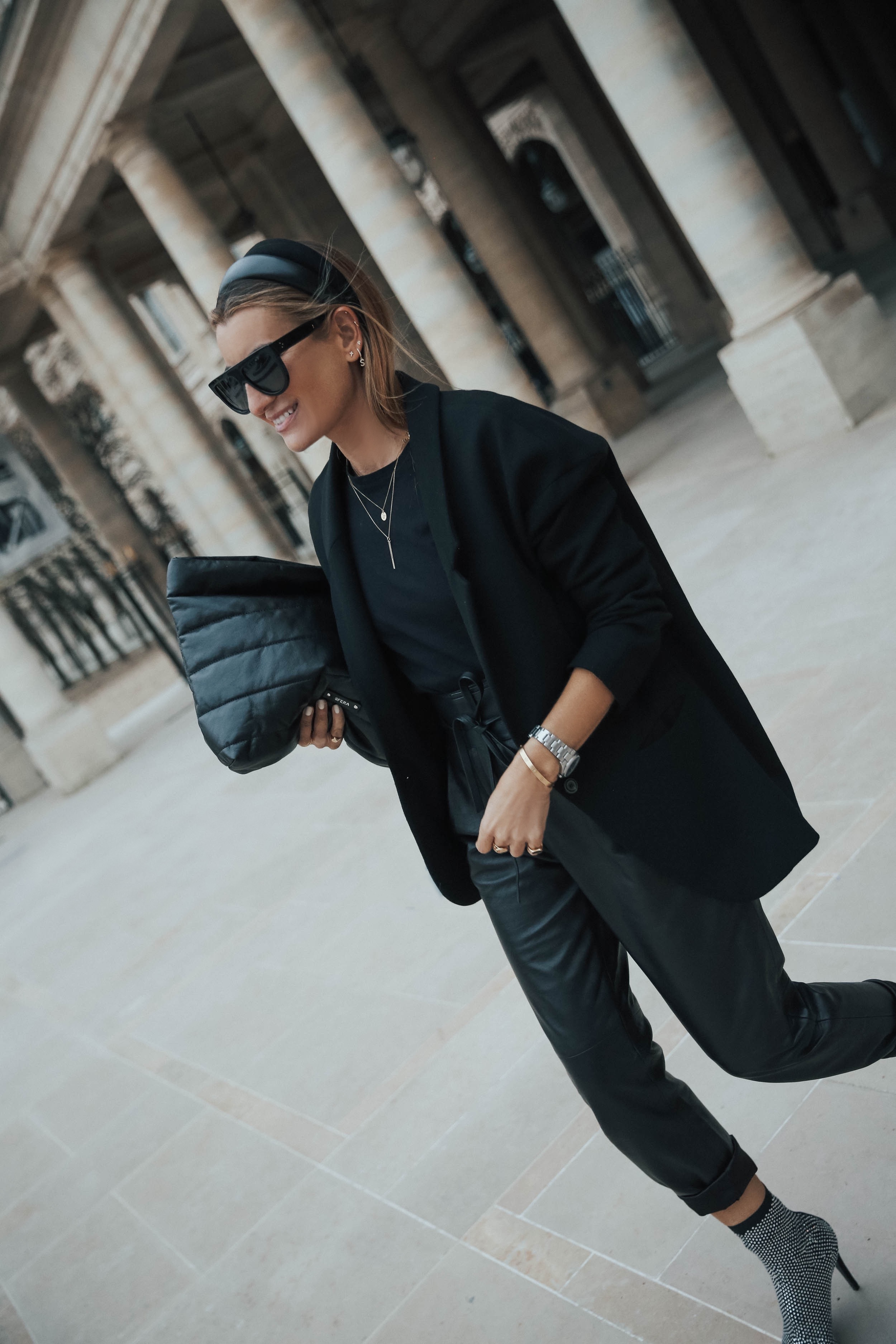 ALL BLACK (& A BLING BLING TOUCH)