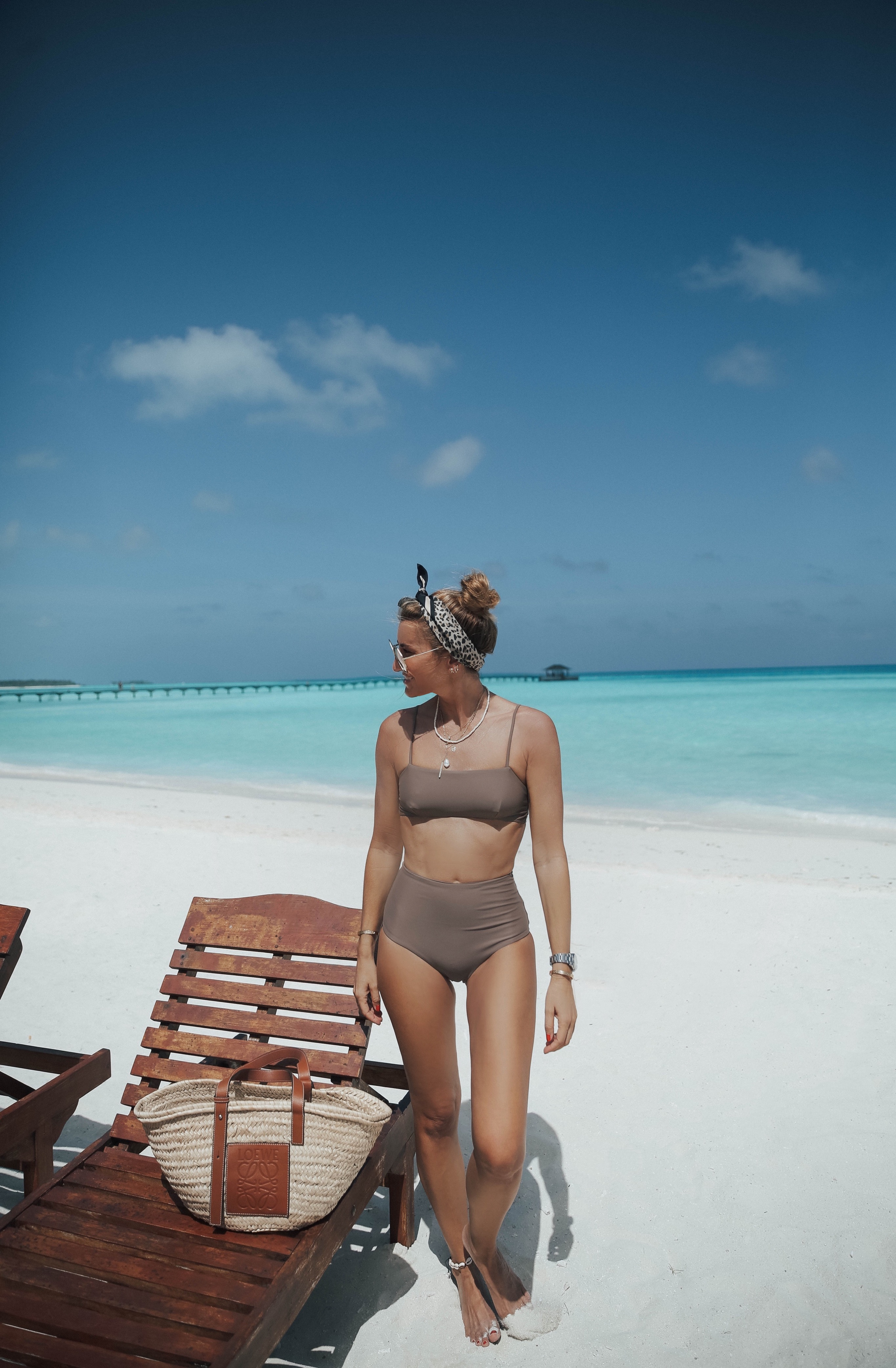 IN NEUTRALS . MALDIVES-111503-bartabacmode